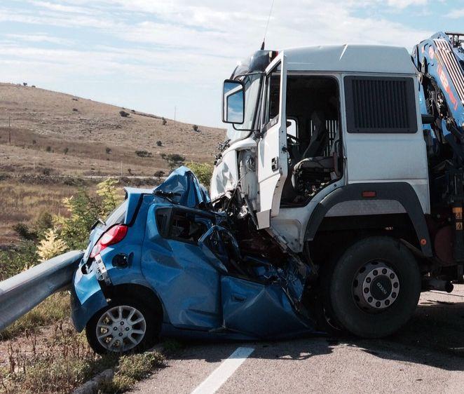 Incidente mortale sulla statale 89 auto si scontra con un for Il vibonese cronaca di oggi