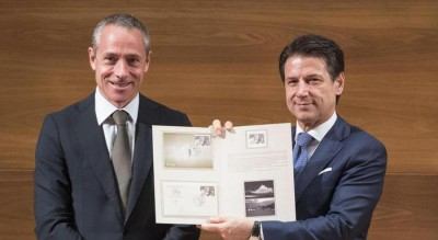al-presidente-giuseppe-conte-il-primo-francobollo-di-padre-pio-Cronaca