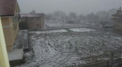e----25-aprile-ma-in-provincia-di-foggia-cade-la-neve-Cronaca