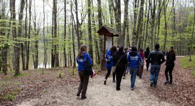 camminata-gargano-salute-corpo-scarpe-trekking-Società