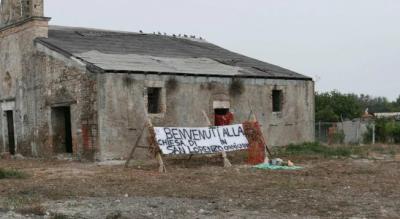 foggia-salice-monsignor-pelvi-visita-abitanti-chiesa-area-archeologica-Cronaca
