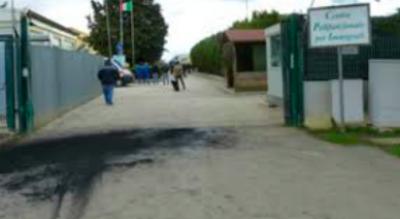 proteste-migranti-centro-accoglienza-richiedenti-asilo-foggia-Cronaca