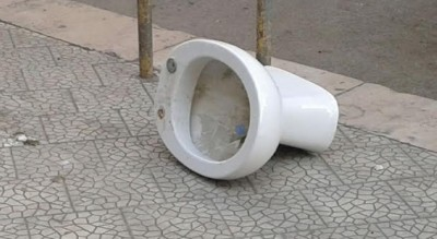 foggia-bagni-pubblici-aperto-segnalazione-lettori-rifiuti-strada-Cronaca