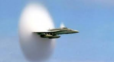 aereo-amendola-supera-barriera-del-suono-Cronaca
