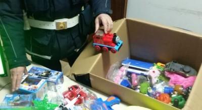 abusivismo-commerciale-piazza-giordano-foggia-sequestro-giocattoli-Cronaca