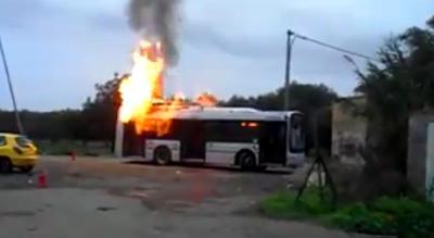 scuolabus-ataf-prende-fuoco-nel-campo-rom-tragedia-sfiorata-a-foggia-Cronaca