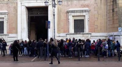 genitori-studenti-parisi-desanctis-protestano-municipio-foggia-Cronaca
