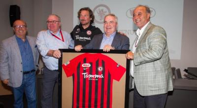 foggia-calcio-visita-sponsor-wuber-salumificio-beretta-maglia-sannella-Sport