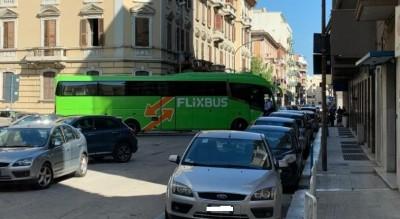 auto-parcheggiata-male-blocca-autobus-foggia-Cronaca