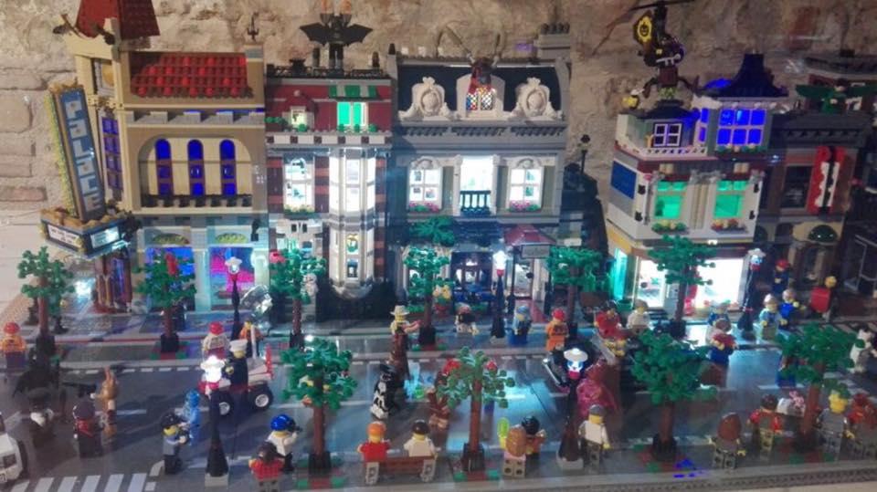 Casa Di Babbo Natale Candela.Casa Natale Candela Mattoncini Mostra Lego Annuncio Gatta